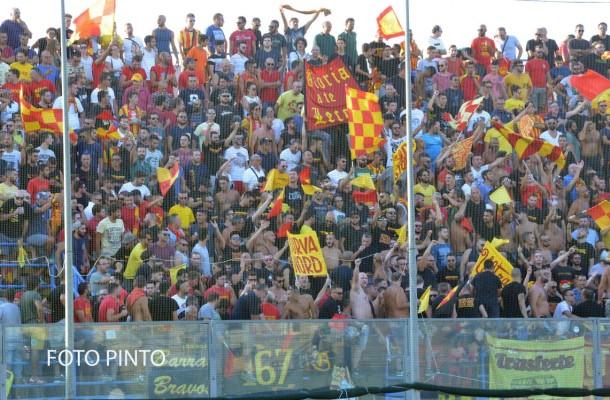 Tifosi del Lecce al Fanuzzi