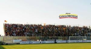 Tifosi del Lecce al Fanuzzi, foto Pinto